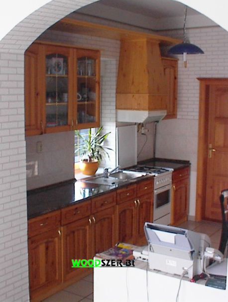 Egyedi fenyő frontos konyhabútor - Fenyőbútor készítés, Irodabútor ...